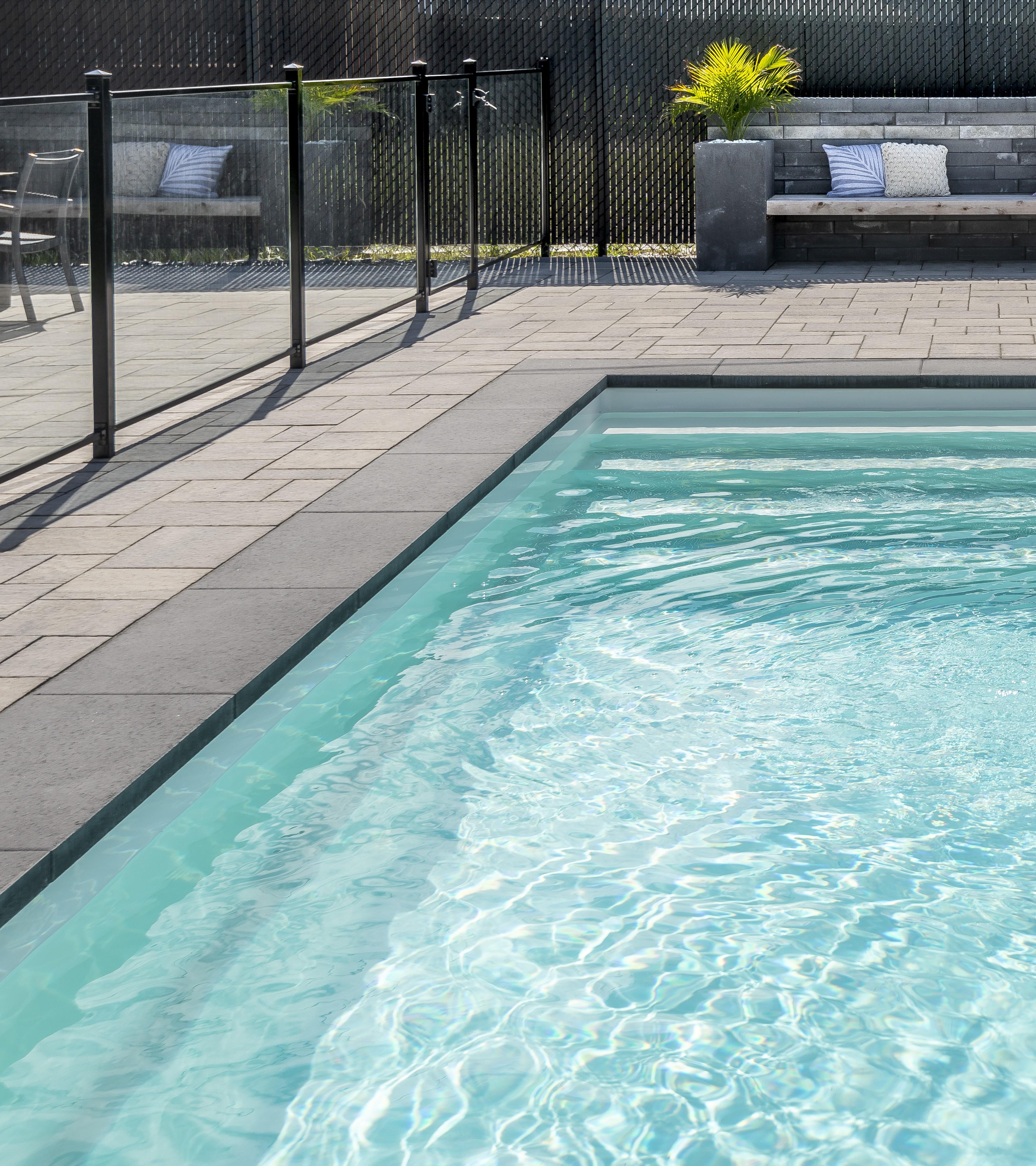 Piscine aquarino et contour en pav rinox aquarino inground fiberglass pools - Piscine leisure pools ...